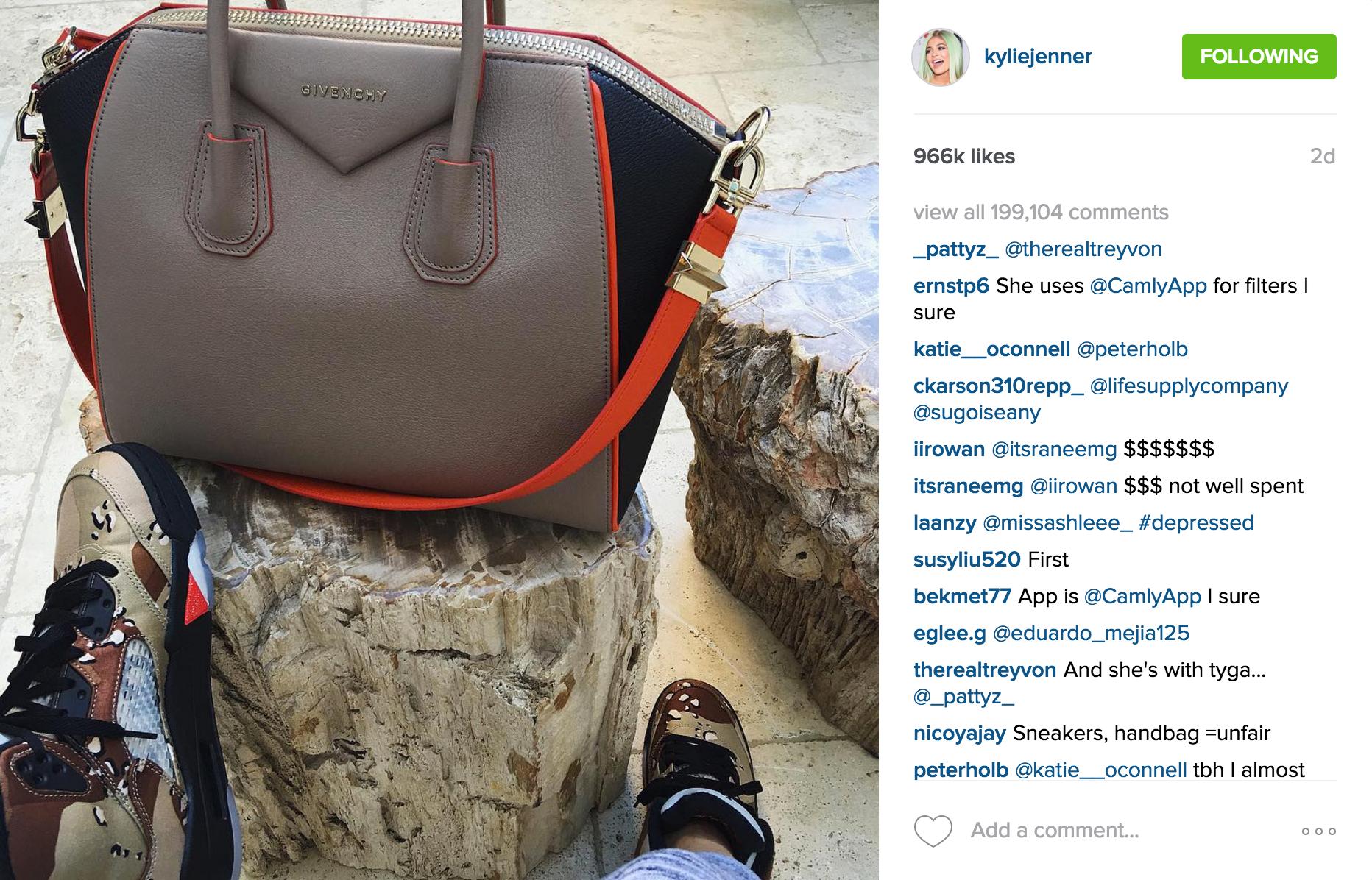 KylieJenner_Givenchy_Antigona_Instagram